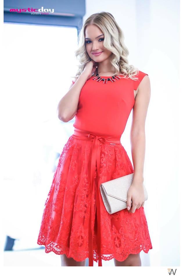 Piros csipkés tüllös loknis ruha - Cool Fashion a40a0a4913