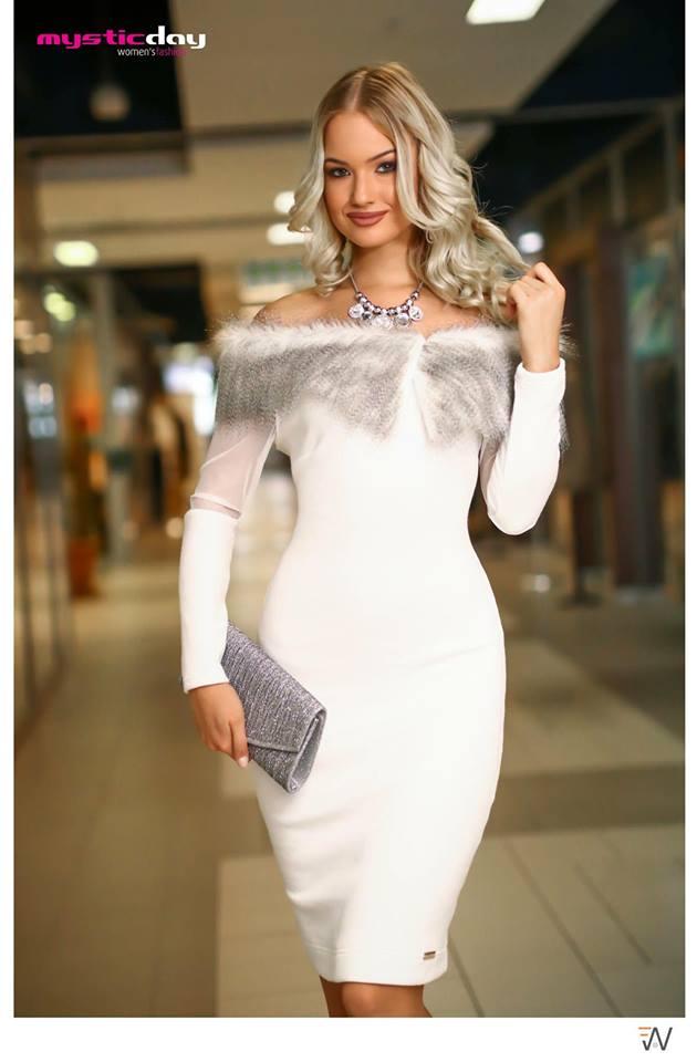 735a82de05 Fehér kötött szőrmés vállú ruha - Cool Fashion