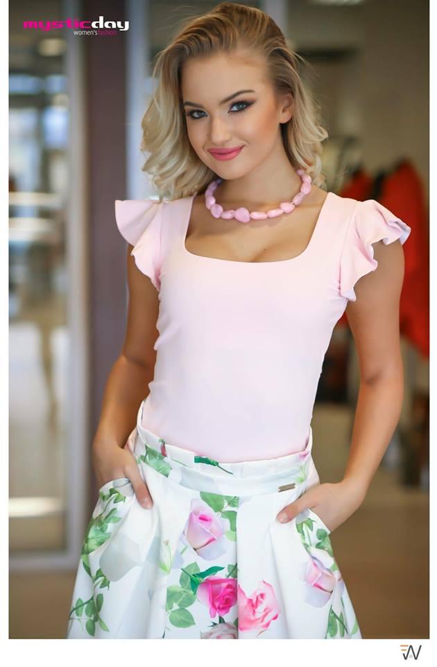 Antónia fodros vállú felső - Cool Fashion 7737ba76bd