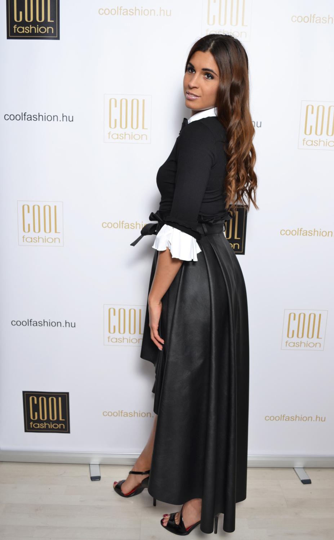 Gitta fekete-fehér tölcsérujjú felső - Cool Fashion 53370e18d6