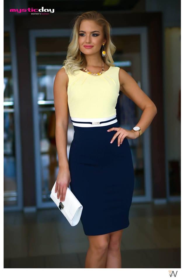 552c0b409e ... sárga-kék nyomott pitonmintás ruha. Habcukor púder-kék ruha (másolat)