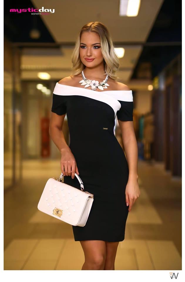 f2f46b0fd6 Médi fekete-fehér ejtett vállú ruha - Cool Fashion