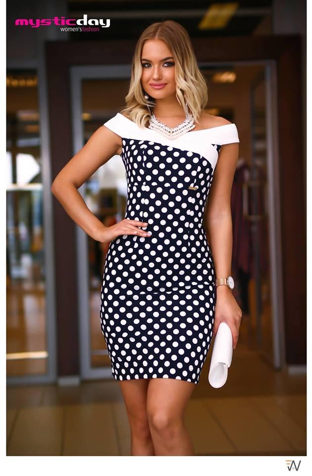89936b2504 Médi sötétkék-fehér pöttyös ejtett vállú ruha - Cool Fashion
