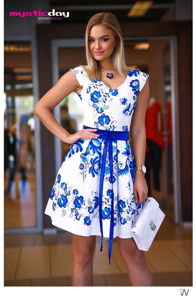 7b5a6eb412 Matyó mintás loknis tüll ruha - Cool Fashion