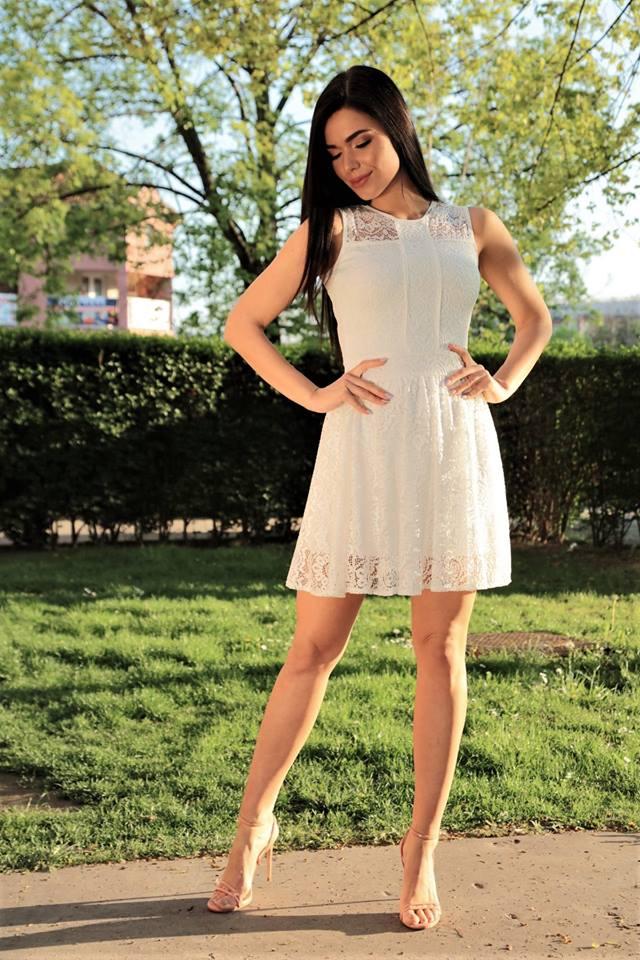 6b9761b3b1 Dolores fehér csipkés loknis ruha - Cool Fashion