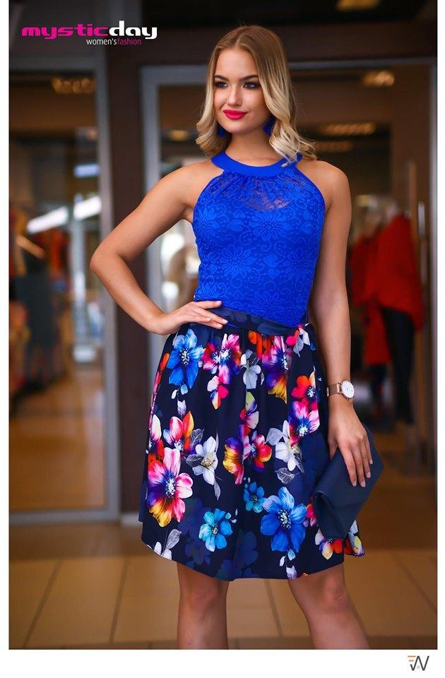 afa2efcd4b Eliz királykék csipkés virágos loknis ruha - Cool Fashion