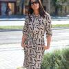 Erika nude -fekete betű mintás ruha